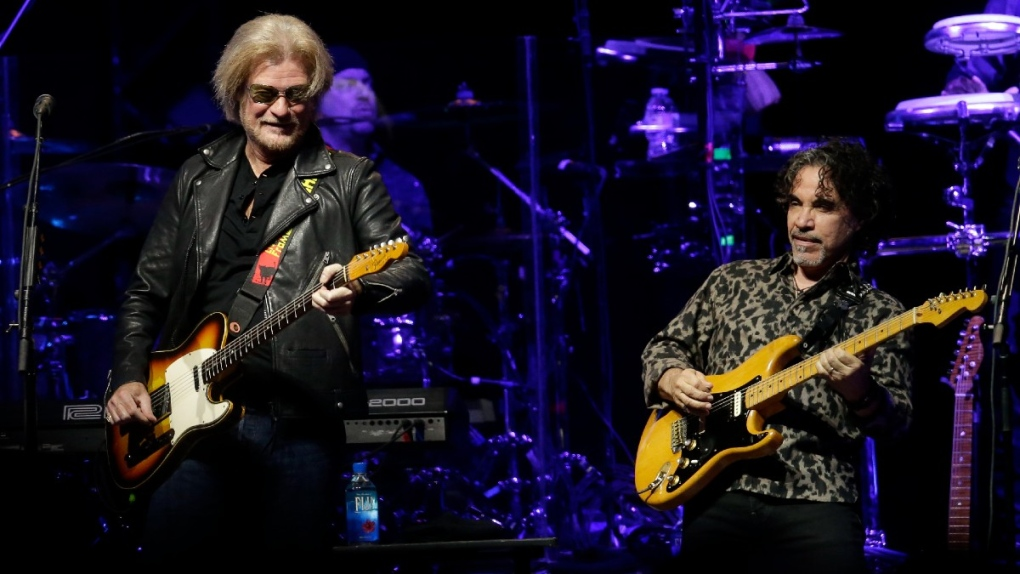 Daryl Hall and John Oates perform in 2017