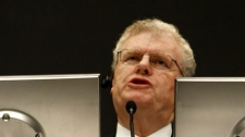Sony Corp. Chief Executive Howard Stringer speaks during a press conference, outlining Sony's turnaround strategy at the electronics giant's headquarters in Tokyo, Japan, Thursday, Nov. 19, 2009. (AP Photo/Shizuo Kambayashi)