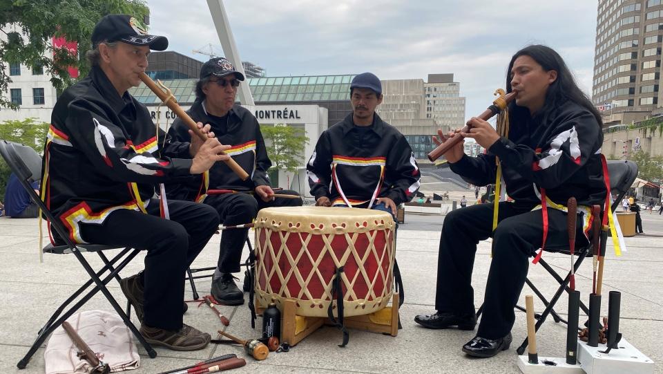Buffalo Hat Singers