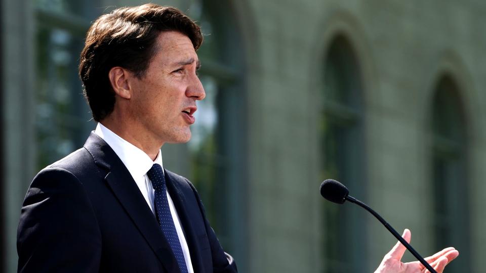 Justin Trudeau speaks outside Rideau Hall