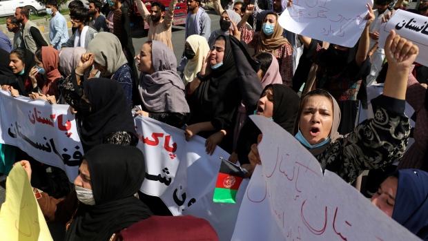 Taliban fire gunshots to disperse Kabul protests, arrest journalists
