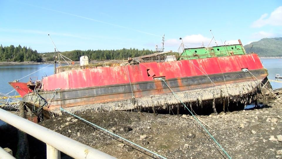 Port Edward beached boat 2