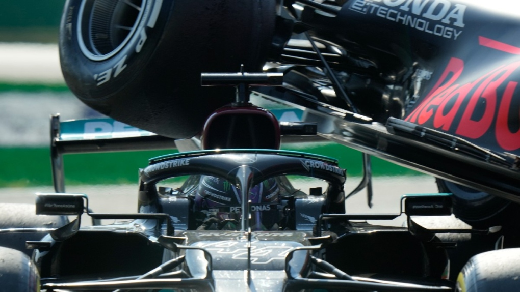 Lewis Hamilton under Max Verstappen's car