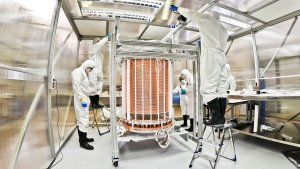 The XENON1T time projection chamber after assembly in a clean room. (Courtesy of The XENON Experiment)