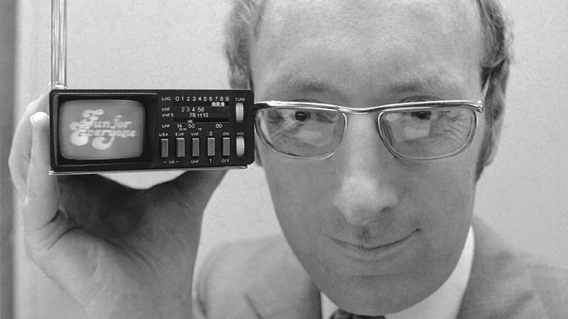 Clive Sinclair, founder of Sinclair Radionics, displays the Microvision television in New York, on Sept. 18, 1977. (Dave Pickoff / AP)