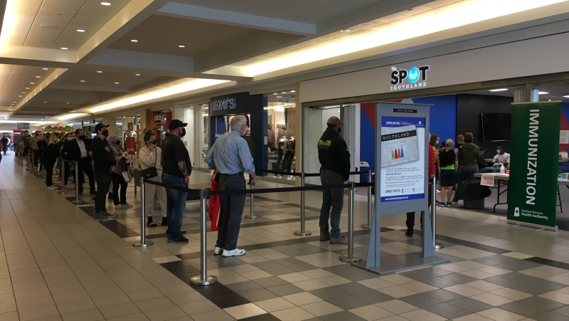 People lined up outside a COVID-19 vaccination clinic at the Southland Mall in Regina on Sept. 17, 2021. (Taylor Rattray/CTV News Regina)