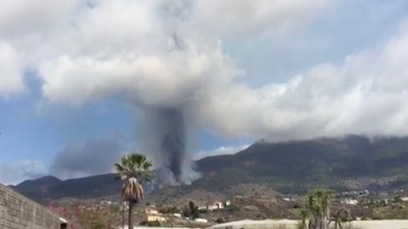 This image taken from video shows the volcanic eruption in La Palma filmed by resident, Carlota Manuela Martín Fuentes. The volcano on Spain's Atlantic Ocean island of La Palma erupted Sunday after a weeklong buildup of seismic activity, prompting authorities to speed up evacuations for 1,000 people as lava flows crept toward isolated homes on the mountainside. (Carlota Manuela Martin Fuentes via AP)