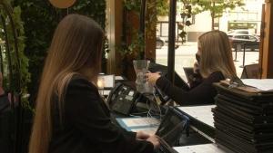 B.C. restaurant staff berated over vaccine card