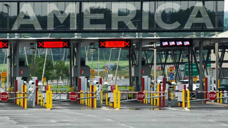 The U.S. border crossing in Lacolle, Que., south of Montreal, on Aug. 9, 2021. (Ryan Remiorz / THE CANADIAN PRESS)