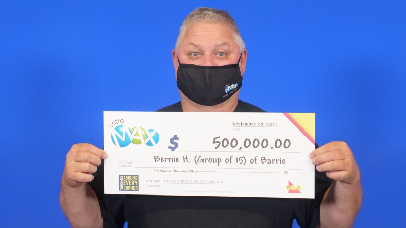 Group leader, Bernie Hutz, of Barrie, Ont., hold the big cheque for a group of 15 from Simcoe County at the OLG Prize Centre in Toronto. (OLG)