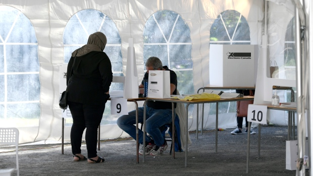 Poll workers say Elections Canada put them at risk of contracting COVID-19