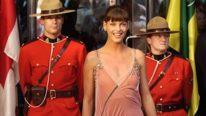 Fashion supermodel Linda Evangelista poses with her star and RCMP on Canada's Walk of Fame in Toronto Wednesday June 25, 2003. (CP PHOTO/Aaron Harris)