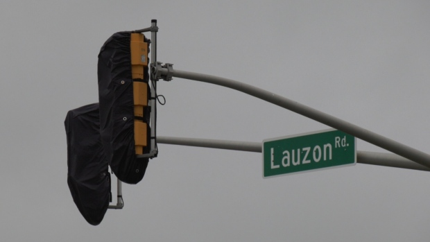 Lauzon Road traffic light in Windsor, Ont. on Thursday, Sept. 23, 2021. (Chris Campbell/CTV Windsor)