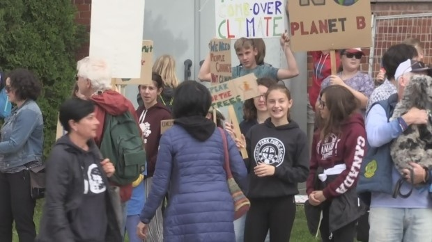 Students in Orillia hold a rally for climate change on Fri., Sept. 27, 2019 (CTV News Barrie)