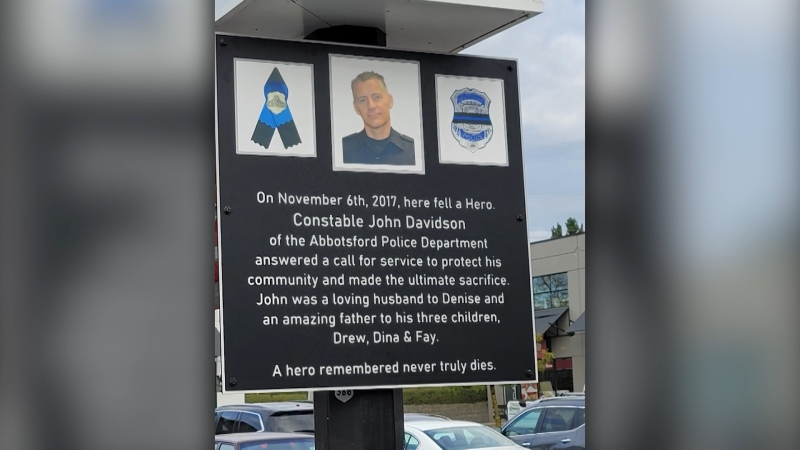 A memorial honouring Const. John Davidson was erected in the parking lot where he died. (Mike Serr/Twitter)