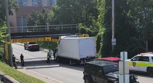 A cube van strikes the Talbot Street Bridge in London, Ont. on Friday, Sept. 24, 2021. (Source: Jenn Cripton / Facebook)