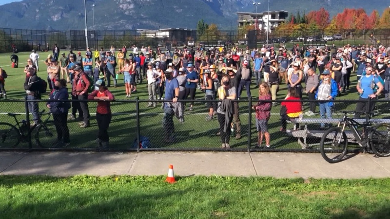 More than 800 people showed up to help search for a missing teenager in Squamish on Friday, but their efforts were ultimately unsuccessful. (CTV)