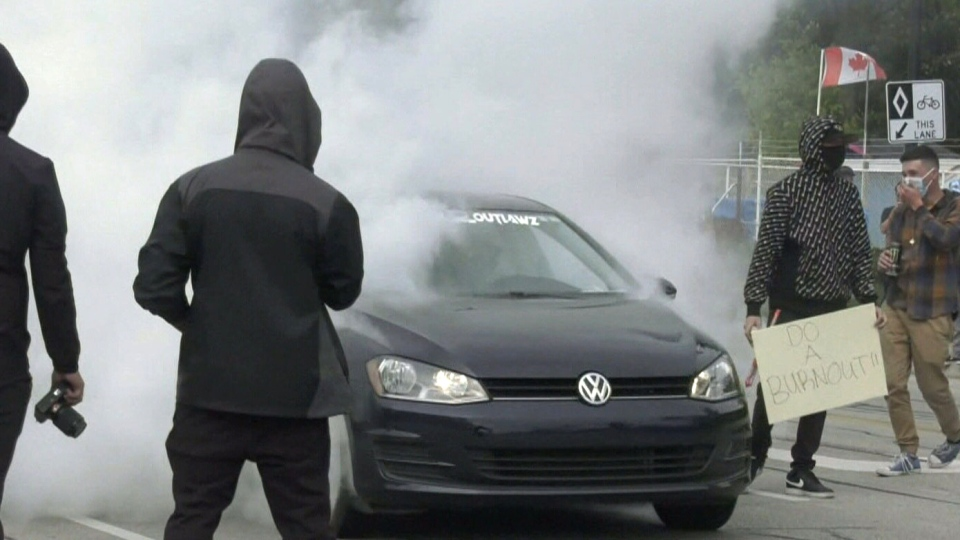 Unsanctioned car rally in Wasaga Beach, Ont.