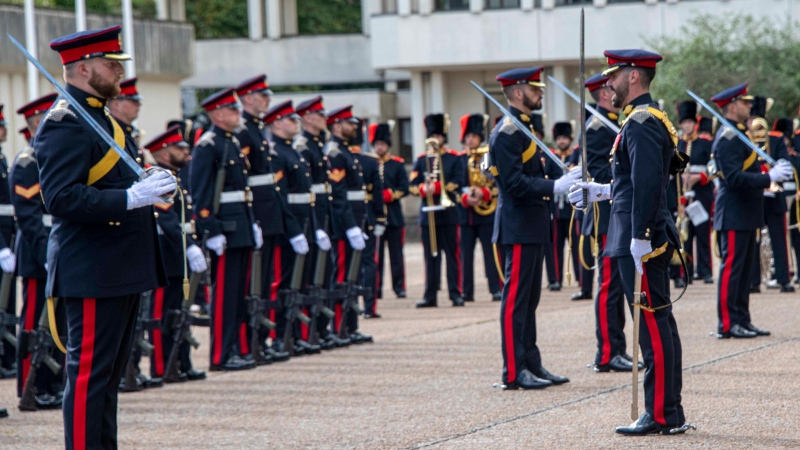 Captain of the Guards Major Michael Crosier, pictured right, leads The Royal Regiment of Canadian Artillery United Kingdom Public Duties Contingent during their Fit for Role inspection conducted by senior officers of the British Army's Household Division at Wellington Barracks in London, England on September 27, 2021. (Source: Master Corporal Heather MacCrae, Image Tech, Royal Regiment of Canadian Artillery Public Duties Contingent)