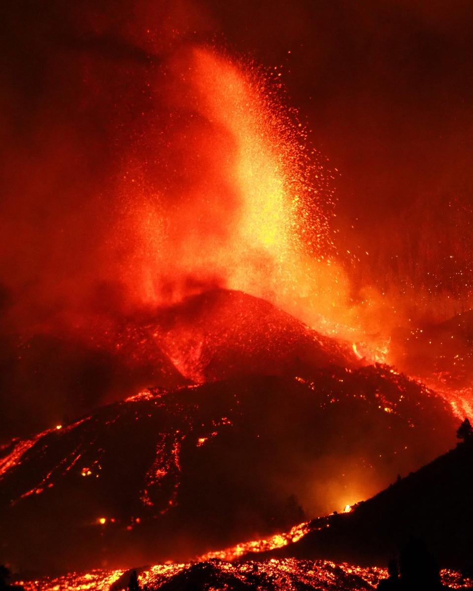 Lava flows from La Palma volcano