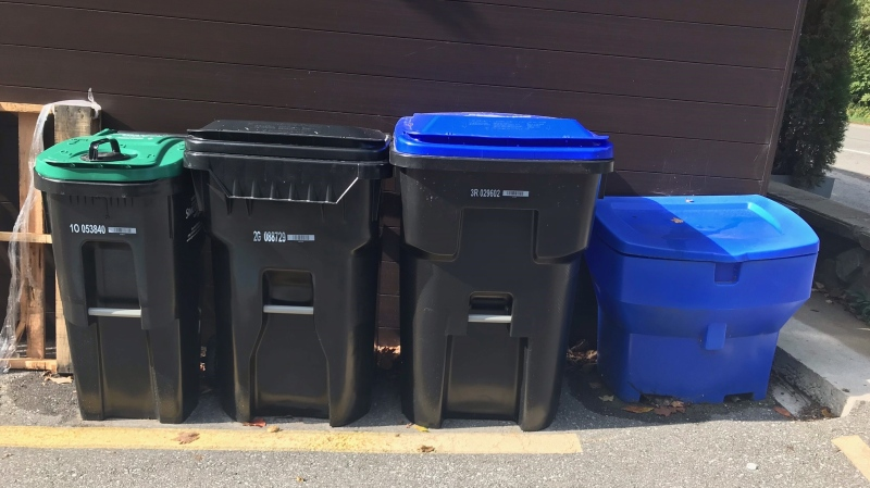A new garbage and recycling bin program is rolling out in Simcoe County. (Rob Cooper/CTV News)