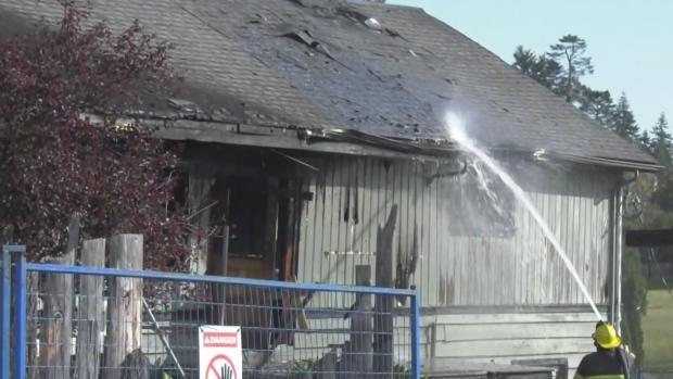 Policía investiga un gran incendio en Sooke