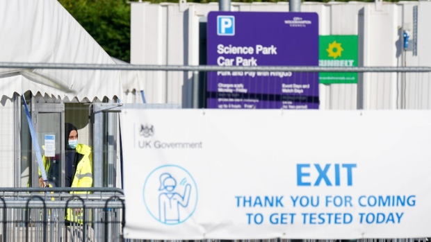 Reino Unido: 43.000 pueden haber recibido resultados falsos negativos de COVID-19