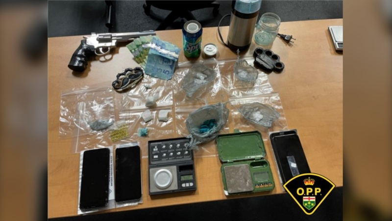 OPP seized suspected fentanyl, methamphetamine, cocaine, and weapons in Leamington, Ont. (Courtesy OPP)