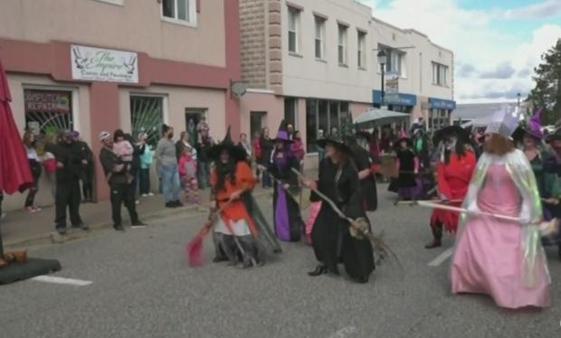 Las brujas bailarinas se apoderan de Blind River
