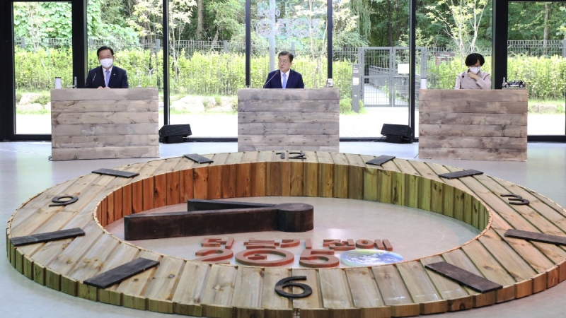 South Korean President Moon Jae-in, centre, speaks during a meeting of the pan-government carbon neutrality committee in Seoul, South Korea, on Oct. 18, 2021.  (Choe Jae-koo / Yonhap via AP)