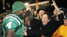 Saskatchewan Roughriders quarterback Darian Durant, celebrates with fans after defeating the Calgary Stampeders to win the CFL Western final in Regina, Sunday, Nov. 22, 2009. The Saskatchewan Roughriders beat the Calgary Stampeders 27-17. (THE CANADIAN PRESS/Jeff McIntosh)