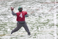 Saskatchewan Roughriders quarterback Darian Durant throws a pass on a snow covered field during practice at the 97th Grey Cup in Calgary, Friday, Nov. 27, 2009. (Adrian Wyld / THE CANADIAN PRESS)