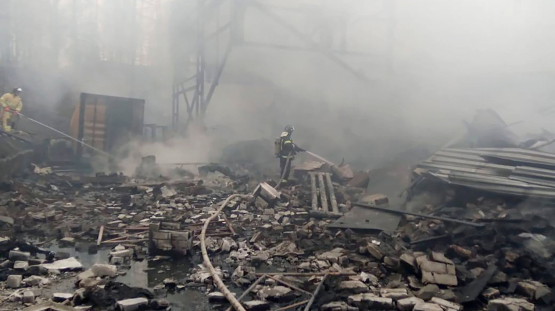 In this photo released by Russian Emergency Ministry Press Service, emergency personnel work at the site of an explosion and fire at a gunpowder factory in the Ryazan region, about 270 kilometers (about 167 miles) southeast of Moscow, Russia, Friday, Oct. 22, 2021. (Ministry of Emergency Situations press service via AP)