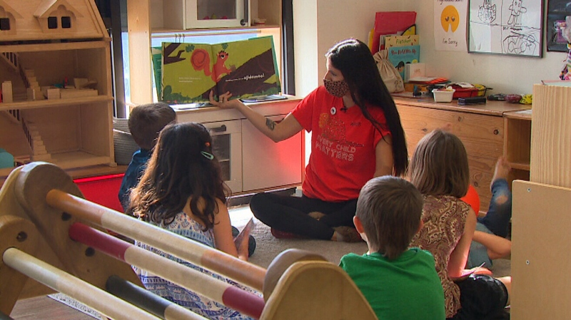 Ashley Wynne teaches a class at the Sage and Sunshine school. (CTV National News)