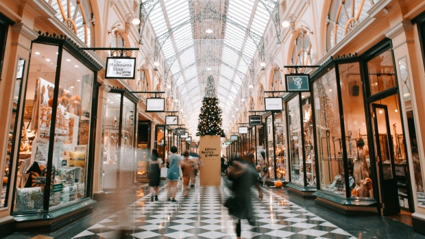 Holiday shopping 2021: Canadians will spend more, survey says