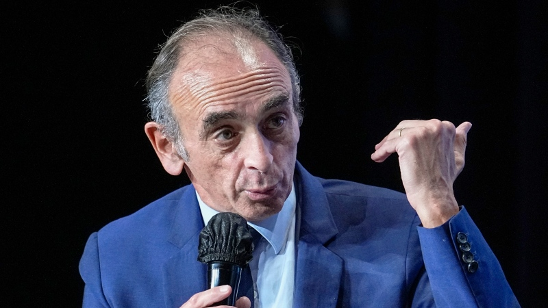 """Hard-right political talk-show star Eric Zemmour talks during a meeting to promote his latest book """"La France n'a pas dit son dernier mot"""" (France has not yet said its last word) in Versailles, west of Paris, Tuesday, Oct. 19, 2021.(AP Photo/Michel Euler)"""