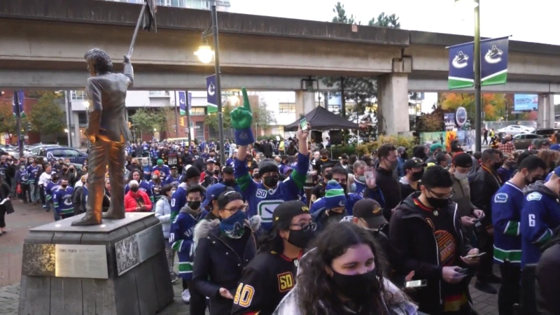 Crowd crams into arena for Canucks game