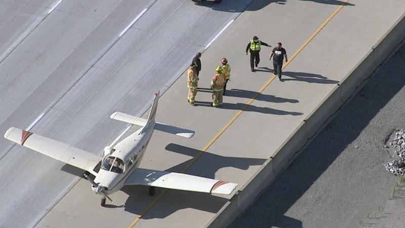 Plane sits on Highway 407 near Markham, Ont.