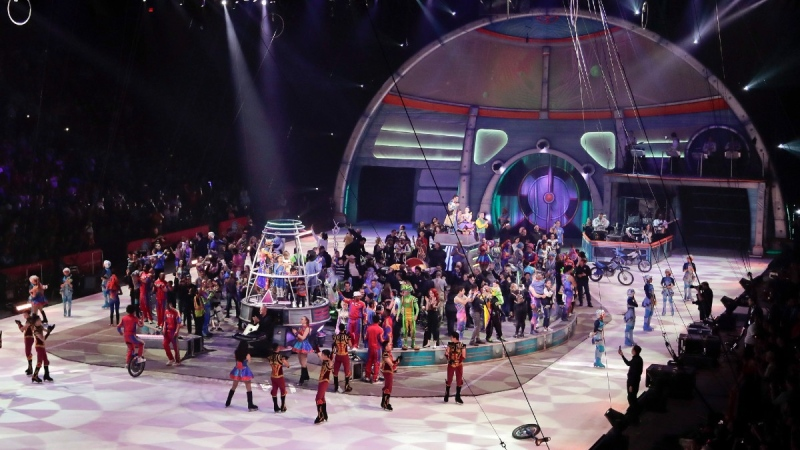 The Ringling Bros. Out of This World performers, crew and their families gather in the ring after the final show of the Ringling Bros. and Barnum & Bailey Circus, May 21, 2017, in Uniondale, N.Y. (Julie Jacobson / AP)