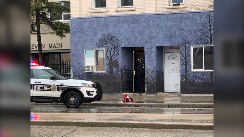 Winnipeg police respond to a serious assault on Main Street and Jarvis Avenue on October 27, 2021. (Jamie Dowsett/CTV News Winnipeg)