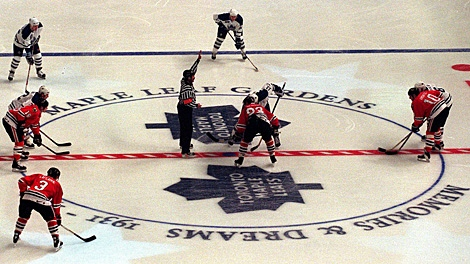 Toronto Maple Leafs' Mats Sundin and Chicago Blackhawks' Doug Gilmour get set for the drop of the puck during the opening faceoff of the final NHL game played at Maple Leaf Gardens, in Toronto on Feb. 13, 1999. (CP PHOTO / Staff-Frank Gunn)
