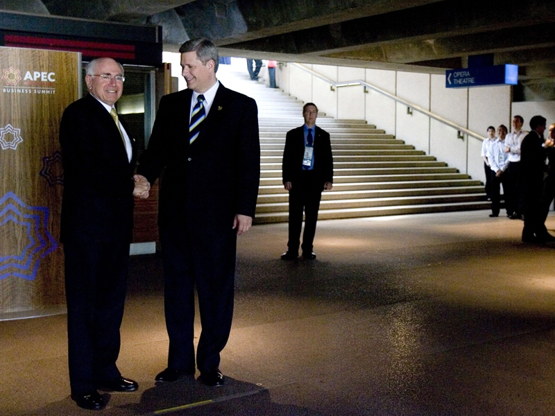 Canadian Prime Minister Stephen Harper is greeted by his Australian counterpart John Howard in a basement hallway of the Sydney Opera House before his speech at the APEC summit in Sydney, Australia Friday, Sept. 7, 2007. (CP / Tom Hanson)