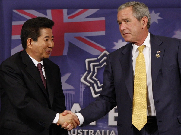 President Bush, right, and South Korean President Roh Moo-hyun shake hands at the end of their meeting on the sidelines of the APEC summit in Sydney, Australia, Friday, Sept. 7, 2007. (AP / Charles Dharapak)