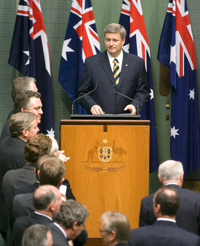 Prime Minister Stephen Harper acknowledges a standing ovation following his speech before the Australian Parliament in Canberra, Australia, Tuesday, Sept. 11, 2007.(CP / Tom Hanson)