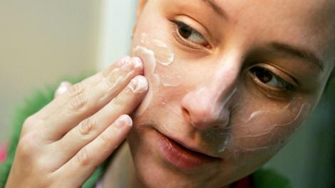 Joanne Katsigiannis, 24, of Bensenville, Ill., applies a facial moisturizing cream in San Jose, Calif. on Wednesday, Dec. 21, 2005. (AP / Marcio Jose Sanchez)