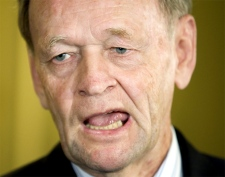 Former prime minister Jean Chretien discusses his memoirs, 'My Years as Prime Minister,' on  Sept. 12, 2007 in Montreal. (CP / Paul Chiasson)