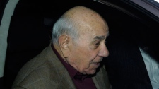 Convicted Montreal crime boss Nicolo Rizzuto leaves a Montreal prison Thursday, Oct. 16, 2008. (Graham Hughes/THE CANADIAN PRESS