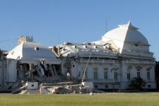 The National Palace is seen damaged in Port-au-Prince, Haiti, Wednesday, Jan. 13, 2010. (AP / Jorge Cruz)