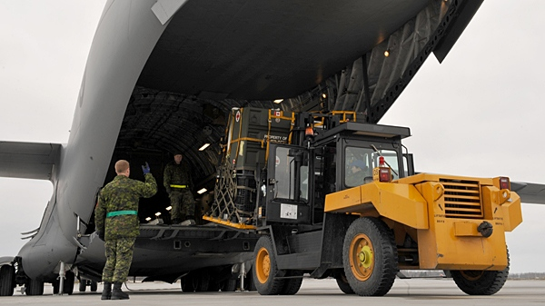 Canadian Forces military Traffic Technicians from Trenton, Ontario prepare and load several pallets of medical supplies onto a C-177 Globemaster aircraft. (Warrant Officer Carole Morissette / Department of National Defence)