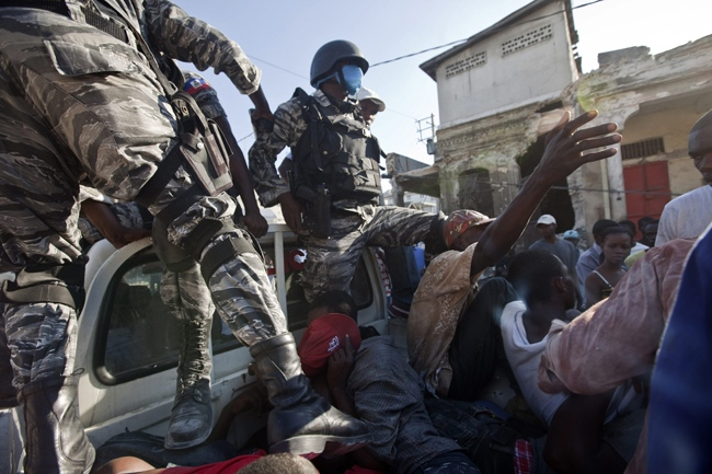 Police officers detain people alleged looters in Port-au-Prince, Friday, Jan. 15, 2010. (AP / Ramon Espinosa)